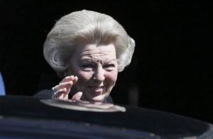 Operan a la princesa Beatriz de Holanda tras romperse un pómulo en una caída