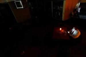 Algunos sectores de siete estados y de Caracas siguen sin luz