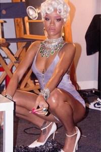 Rihanna peleará con Miley Cyrus por el título a la más destapada