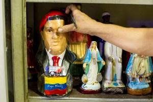 Chávez se sube a los altares caseros (Fotos)