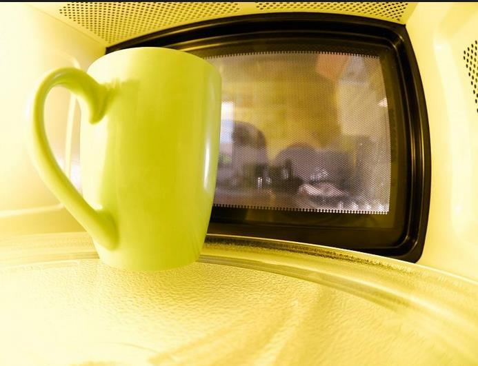 Curiosas funciones del microondas que seguro no conoces