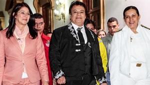 La ministra de la Defensa y Cilia Flores muy sonrientes con Juan Gabriel (Foto)