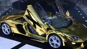 Los carros de oro, furor en Dubái (Video)