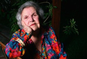 No soy tan viejita, dice primera locutora venezolana al cumplir 100 años
