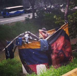 """SORPRENDENTE: Aparecen las ducha-Chávez para los """"sin techo"""" venezolanos"""