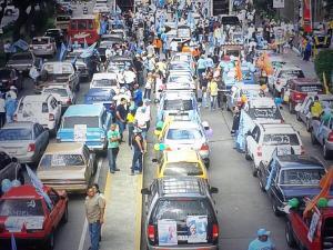 """Así va la gran caravana dominical """"Caracas se mueve por el Cambio"""" de la Unidad"""