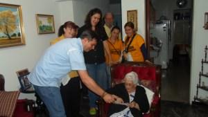 Candidatos de la MUD enseñan a votar casa por casa en Petare