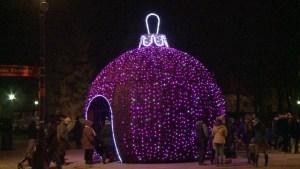 Varsovia exhibe su decoración navideña (Video)