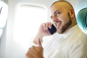 Respaldan posibilidad del uso de celulares en aviones en EE UU