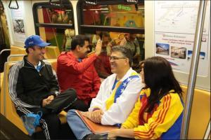 Maduro viaja en metro pero no en hora pico (Foto)