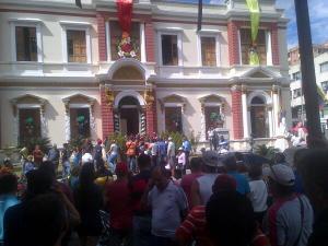 Agreden a concejales de la Unidad durante instalación del Concejo Municipal de La Victoria (Fotos)