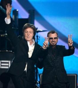 Dos ex Beatles hacen bailar a Yoko Ono en los Grammy (Fotos)