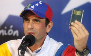 Capriles afirma que el gobierno devaluó nuevamente la moneda