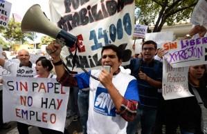 Realizan marcha en defensa de El Impulso (Fotos)