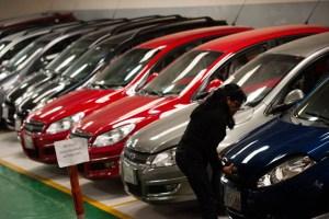El Gobierno fija precios de carros sin garantizar existencia