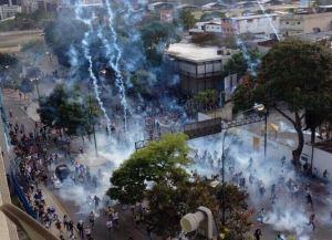 """Así actuaron la GNB, la PNB y los """"colectivos de paz"""" durante las protestas del 19F (Videos)"""
