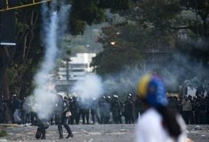España llama a la calma y al diálogo para acabar con violencia en Venezuela