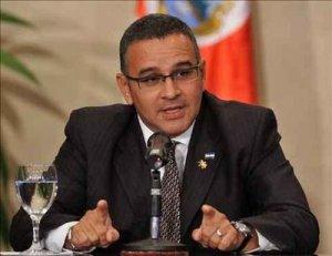 """Presidente salvadoreño expresa """"preocupación"""" por la crisis en Venezuela"""