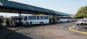 Hallan anciana abandonada en terminal de pasajeros de Maracaibo