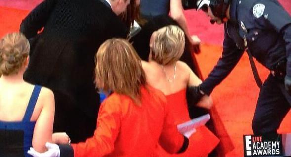 Jennifer Lawrence rodó de rojo en la alfombra roja