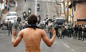 Milicias armadas enturbian protestas estudiantiles