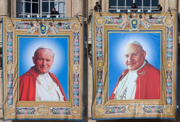 LOS TAPICES CON IMÁGENES DE JUAN PABLO II Y JUAN XXIII YA LUCEN EN SAN PEDRO