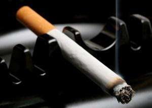 Videoclips de hip-hop hacen publicidad no regulada de cigarros, según estudio