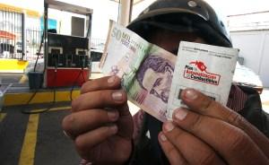 La vida en la frontera Colombo-Venezolana se cuenta en litros de gasolina