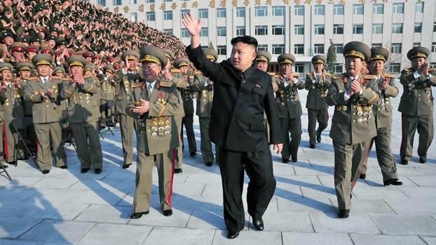 Kim Jong-Un durante un desfile militar este año en  Pionyang, Corea del Norte. Foto CNN