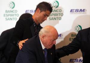 """Así reseñó la prensa española, la muerte de la """"leyenda del Fútbol"""" (Fotos)"""