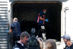 Forenses examinaron el tren con cadáveres del avión derribado en Ucrania (Video)