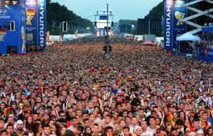 FOTOS: Una incalculable multitud de alemanes desbordados en Berlín