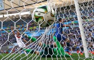 En FOTOS: El gol anulado a Higuaín por posición adelantada