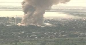 Evacuan a 1.300 personas por incendio de fábrica en Canadá