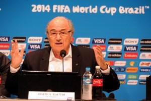 Blatter le pone nota al Mundial de Brasil