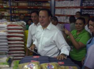 Presidente de Panamá verifica aplicación de control de precios (Fotos)