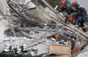 Seis muertos en explosión y derrumbe de un edificio cerca de París