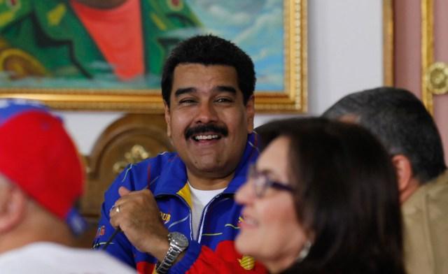 Maduro-rie-riendo-980