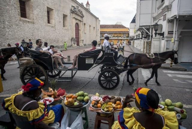 DOUNIAMAG-COLOMBIA-CARTAGENA-TOURISM-HORSE