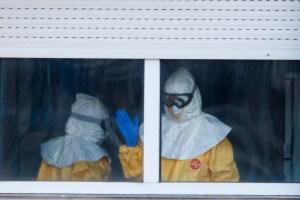"""Enfermera española con ébola experimenta una """"leve mejoría"""" dentro de la gravedad"""