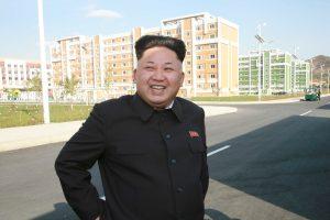 Norcorea difunde fotos del dictador Kim Jong-un usando bastón