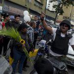 """""""Nos usan como vasos desechables, cuando nos necesitan sí nos llaman"""", gritaban los colectivos (Fotos)"""