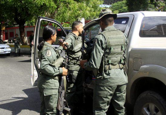 AGENTES DE LA GUARDIA VENEZOLANA AFIRMAN QUE ENTRARON A COLOMBIA POR ERROR