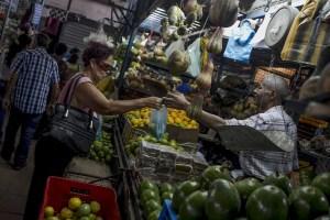 ¿Cómo el venezolano sobrevive a un salario de 2 dólares al mes? Diputados presentan la canasta básica por estado