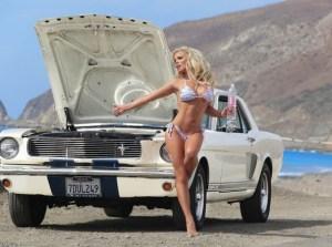 Nenas y Naves presenta: La DJ conejita y el potente Mustang 66