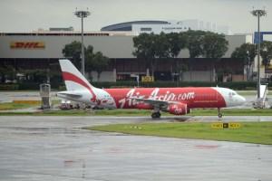 Avión de AirAsia regresa a Bangkok por ruido sospechoso en la bodega