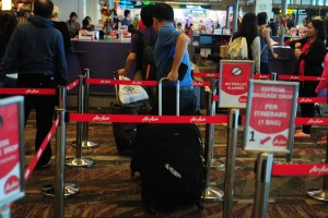 Familia de diez personas escapa milagrosamente al vuelo fatal de AirAsia