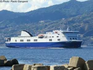 Titánica operación para rescatar de incendio a pasajeros de un ferry cerca de Grecia