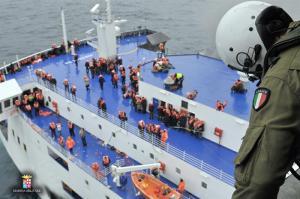 Dos marineros albaneses muertos en el rescate del ferry incendiado