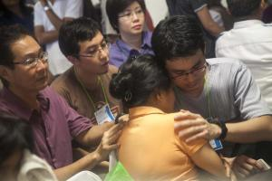 Comienzan a tomar muestras de ADN a los familiares de las víctimas de AirAsia